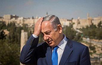 Netanyahu kelliğe sebep oluyor