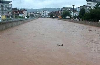 Ordu Ünye'yi sel vurdu, heyelan tehlikesi için uyarı yapıldı
