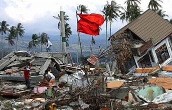Endonezya'da 7,7 deprem, tsunami uyarısı yapıldı