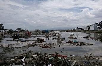 Endonezya'da tsunaminin bilançosu büyüyor