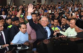 Malezya'nın eski Başbakanı Necip kefaletle serbest bırakıldı