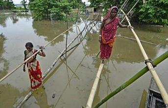 Nepal'de sellerde 117 kişi öldü