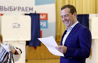 Rusya'daki seçim sonuçları Medvedev'i sevindirdi