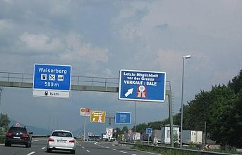 Avusturya bazı sınır kapılarını motorlu araçlara kapattı