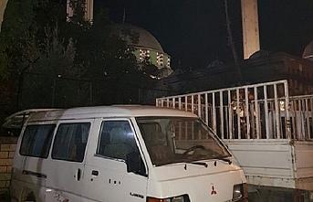 Cami önünde uyuşturucu satışına operasyon