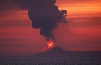 Endonezya'da son 24 saatte 348 patlama