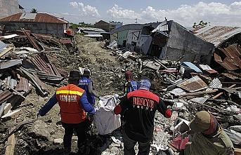 Endonezya'da ölenlerin kimlikleri tespit edilemiyor