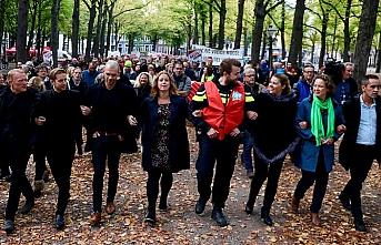 Hollanda'da kamu çalışanları sokakta