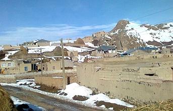 İran sınırından gelen su Van köylüsünü sevindirdi