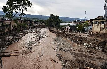 Kolombiya'da heyelan evleri yuttu