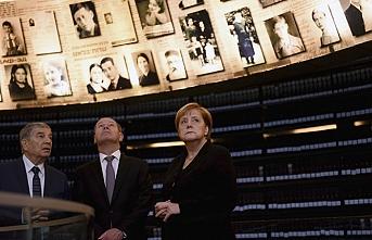 Merkel Holokost Anıtı'nda