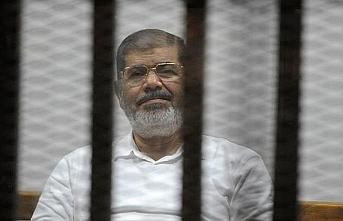 Muhammed Mursi beş yıl sonra oğlu ile hasret giderdi