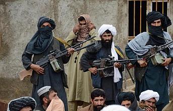 Afganistan'da polis konvoyuna saldırı