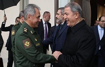 Akar Rusya Savunma Bakanı ile görüştü