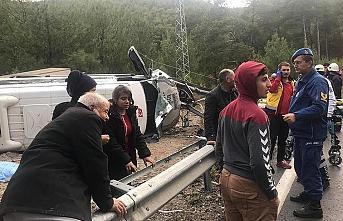 Antalya'da yolcu otobüsü devrildi: 1 ölü 26 yaralı