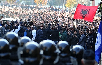 Arnavutluk'ta protesto sesleri