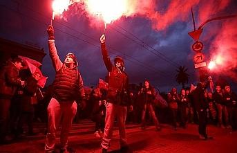Bağımsızlık Günü yürüyüşü Neonazi partisine dönüştü