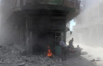 Esed İdlib'i vurmaya devam ediyor