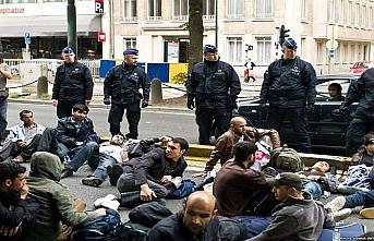 Göçmenlere yardım ettikleri için yargılanıyorlar