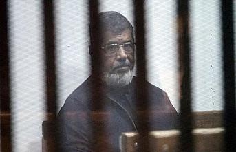 Karara rağmen Mursi'ye görüş izni verilmiyor