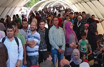 Evlerine dönen 20 mülteciyi Esed rejimi öldürdü