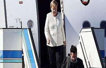 Merkel'in uçağı arızalandı, acil iniş yaptı