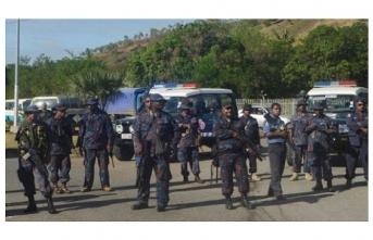 Papua Yeni Gine polisi meclisi bastı