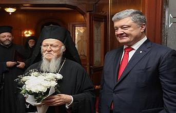 Poroşenko ayağının tozuyla Patrikhane anlaşması imzaladı