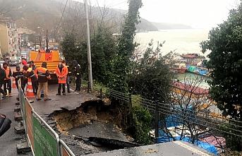 Sarıyer'de aşırı yağış yolu çökertti