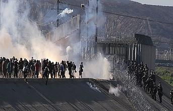 Sınırdaki göçmenlere gazlı müdahale