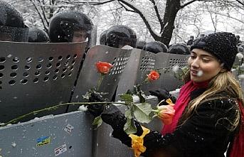 TARİHTE BUGÜN (23 Kasım): Gürcistan'da 'Gül Devrimi'