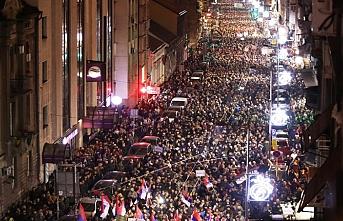 """Belgrad'da """"Hırsız Vucic"""" sesleri yükseldi"""