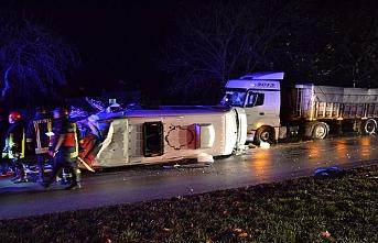 Çanakkale'de feci kaza, tır ve işçi minibüsü çarpıştı