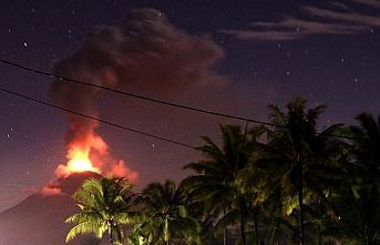 Endonezya'da yanardağ harekete geçti