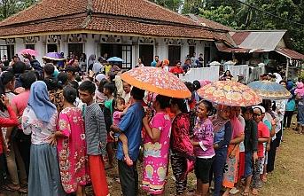 Endonezya'daki tsunamide ölü sayısı 400'e yaklaştı