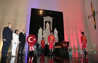 Erdoğan, devrimci lider Simon Bolivar'ın mezarını ziyaret etti