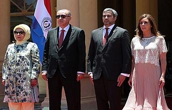 Erdoğan Paraguay'a giden ilk Türk lider oldu
