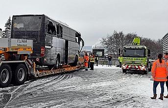İsviçre'de turist otobüsü kaza yaptı