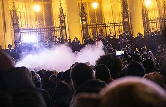 'Köle yasası' Budapeşte'yi karıştırmaya devam ediyor