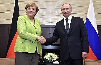 Putin ve Merkel'den Suriye görüşmesi