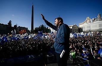 Salvini'den gövde gösterisi
