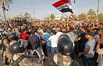"""""""Sarı yelekliler"""" Basra'da, olaylarda 1 ölü"""
