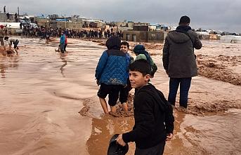 Suriye'deki mülteci kamplarını su bastı