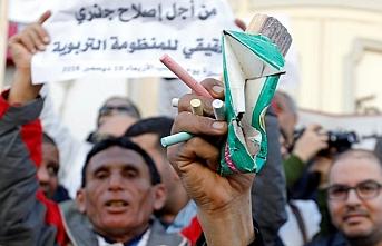 Tunuslu öğretmenler zam için gösteri düzenledi