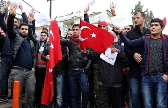 Türkiye'ye destek için sınırda toplandılar