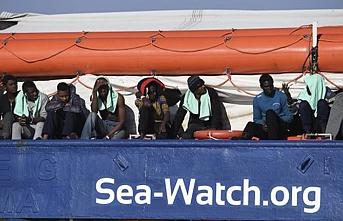 """Denizde bekletilen 47 göçmen """"Şimdilik"""" İtalya'ya verildi"""