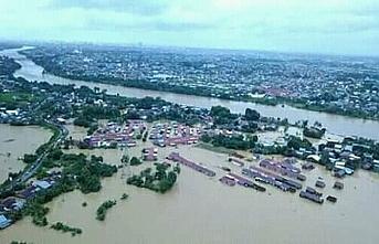 Endonezya'da sel meydana geldi, 6 ölü