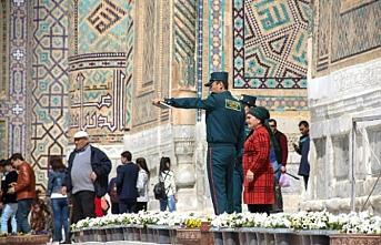 """Özbekistan'da """"çıkış vizesi"""" uygulamasına iptal"""