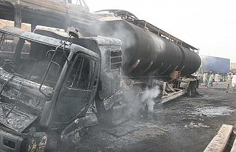 Pakistan'da petrol tankeri ile yolcu otobüsü çarpıştı: 24 ölü