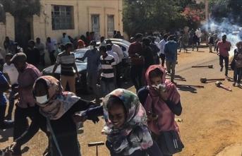 """""""Sudan'da ikna edici çözümler sunulamaması gösterilerin yayılmasına neden oldu"""""""